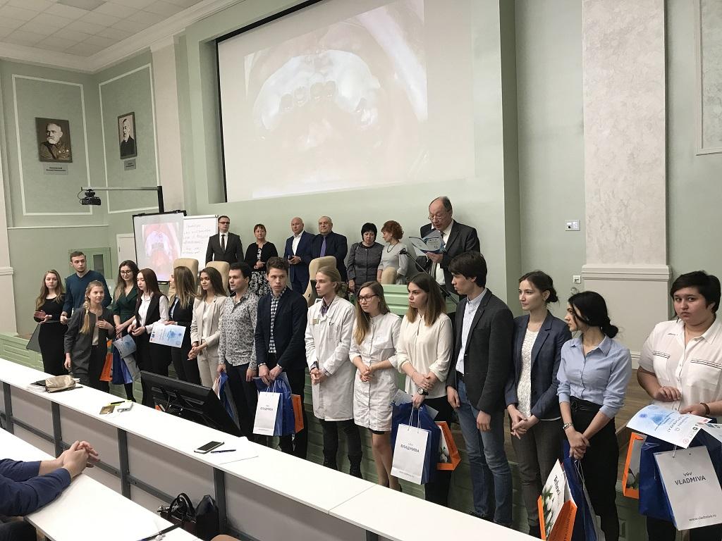Стали известны первые зачисленные в ряды студентов Луганского медуниверситета